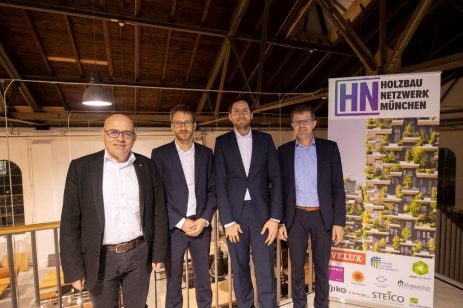 v.l. Thomas Gurtner, v.r. Dr. Jörg Koppelhuber mit dem Team vom Holzbaunetzwerk München