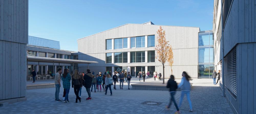 Schmuttertal-Gymnasium setzt Maßstäbe: Diedorfer Leuchtturmprojekt erhält Deutschlands wichtigsten Preis für nachhaltiges Bauen
